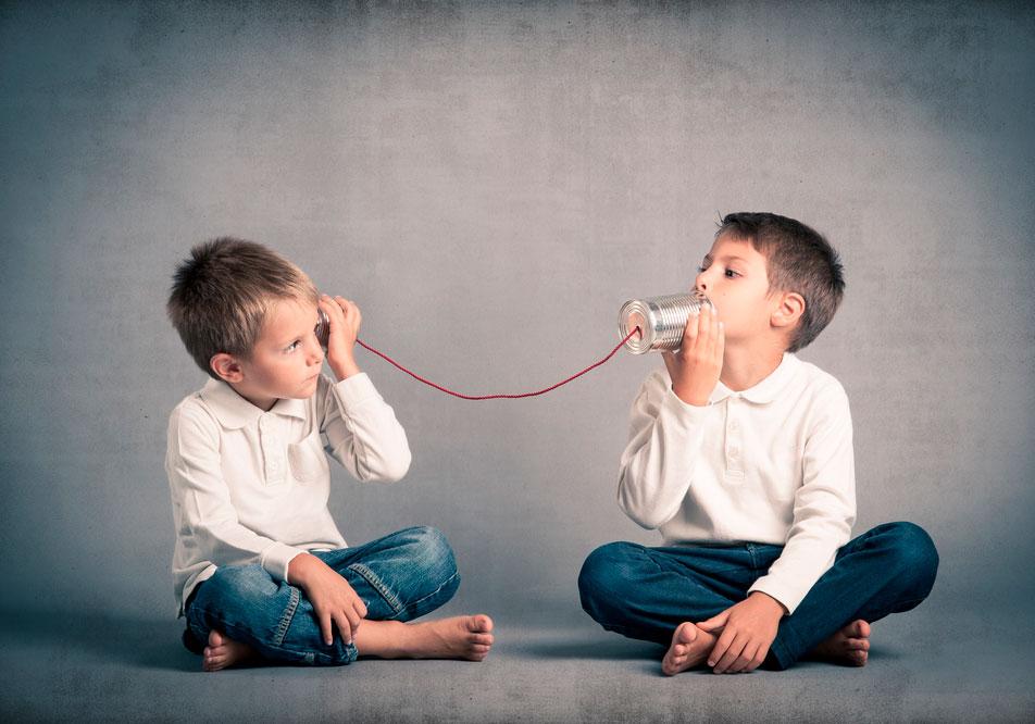 Små barn med svak stemme